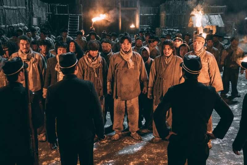 韓國新片《獄火重生:金昌洙》講述「韓國國父」金九在獄中的故事。(可樂電影提供)
