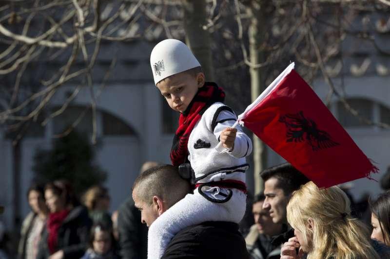 2018年2月17日,科索沃慶祝獨立10周年,街頭卻可見阿爾巴尼亞國旗(AP)