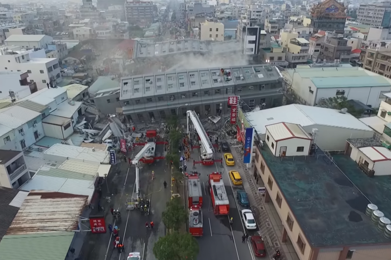2016年台南維冠大樓倒塌震撼全台,但當時震央明明在美濃,為何台南最嚴重?(圖擷取自Youtube)