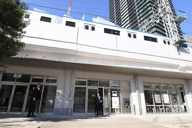 南海電鐵於高架橋下開設的住宿設施「BON HOSTEL」。(圖/潮日本提供)