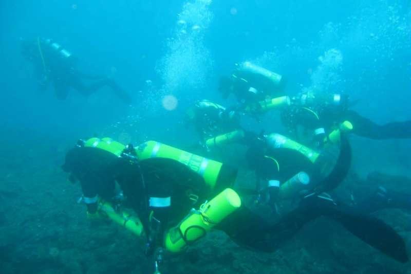 雖然水下的文物可能被海水腐蝕,但長時間處在穩定狀態,因此就像一個封存史料的時空膠囊。(圖/臧振華,研之有物提供)