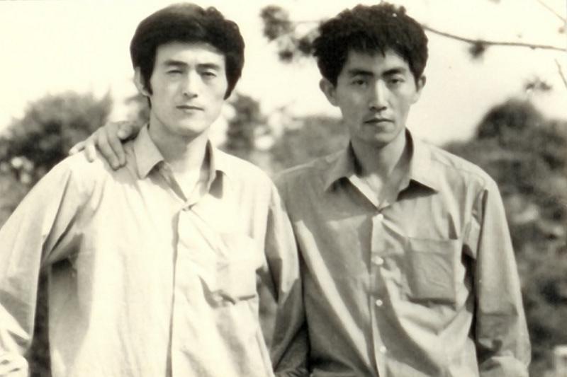 1978年芒克(左)與北島創辦《今天》雜誌時的合影。(圖/印刻文化提供)