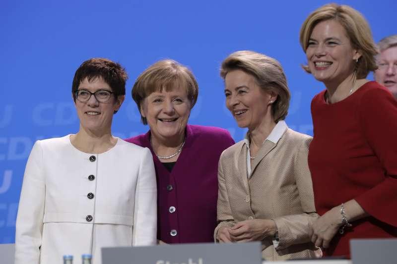 (從左至右)德國基民盟新任秘書長克拉姆普.卡倫鮑爾、梅克爾、馮德萊恩、柯洛克納(美聯社)