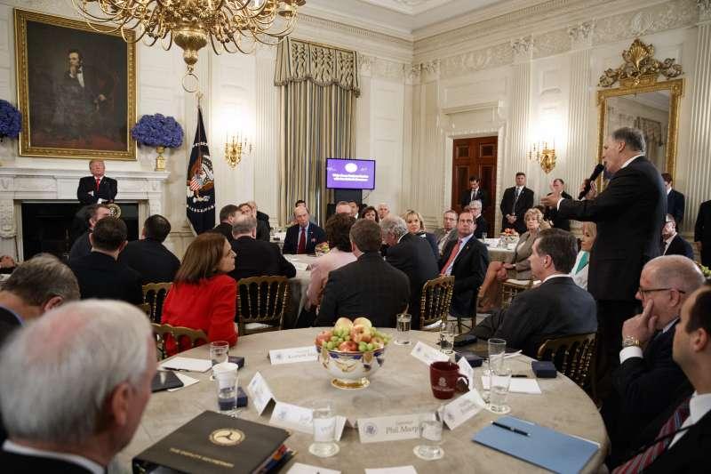 美國華盛頓州長英斯利要求總統川普多聽民意(AP)