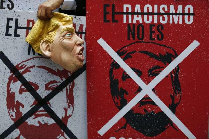 川普上任逾年,仍是國際抗議場合常見的反抗對象。(美聯社)