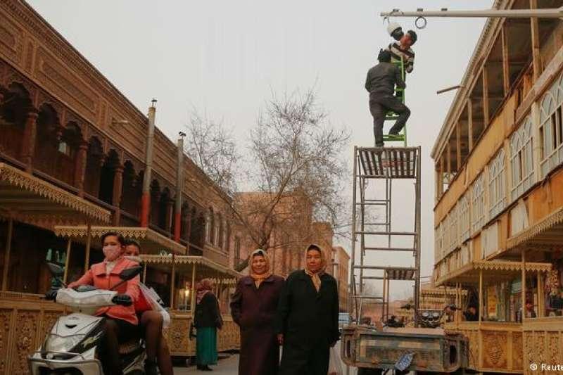 喀什街頭出現越來越多的監控鏡頭。(德國之聲)