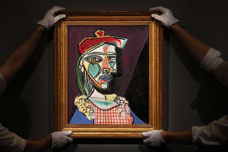 畢卡索名畫《戴貝雷帽、穿格子裙的女子(瑪莉‧德雷莎‧沃特)》以新台幣20億元左右賣出(美聯社)