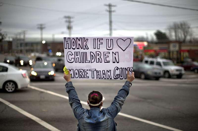 美國佛州帕克蘭校園槍擊案,讓青少年集體覺醒,成為推動加強槍枝管制的急先鋒(AP)