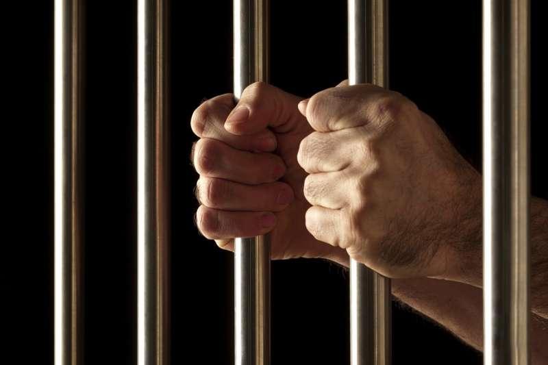 法官只能依據法律及證據來做出判決,而不能夠用滿足多數人的觀感來做決定。(示意圖/diegoattorney@pixabay)