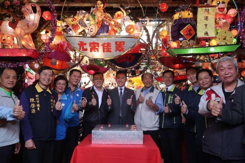 新竹都城隍廟「狗來旺 慶元宵」花燈藝術展2日舉行啟燈儀式。(圖/新竹市政府提供)