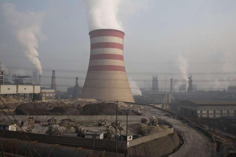 中國鋼鐵業者大舉擴張產能,導致市場供應過剩、價格下滑(AP)