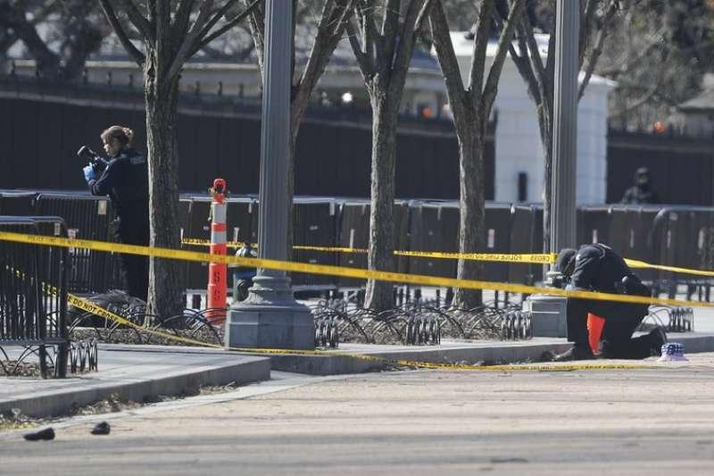 美國一名男子3日於白宮外舉槍自盡。(AP)