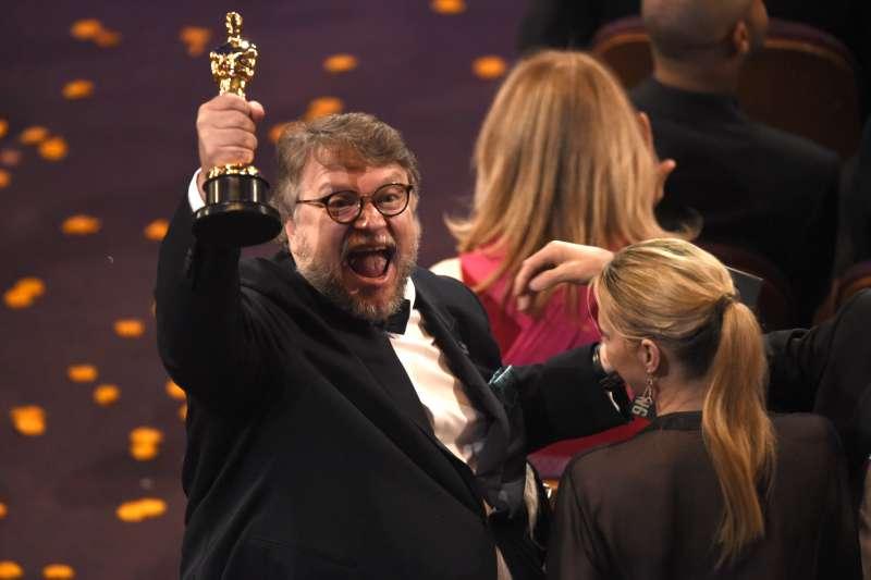 2018奧斯卡金像獎,吉勒摩戴托羅(Guillermo del Toro)以《水底情深》榮膺最佳導演(AP)