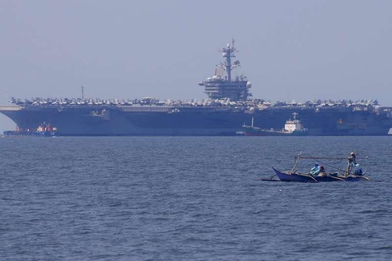 美國航母卡爾文森號在南海巡弋。(資料照,美聯社)