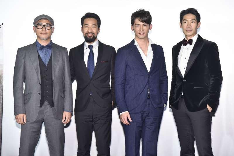 高翊峰、黃健瑋、溫昇豪、藍鈞天(由左至右)一同出席《勇者禮讚》首映發表會。(圖/AXN提供)