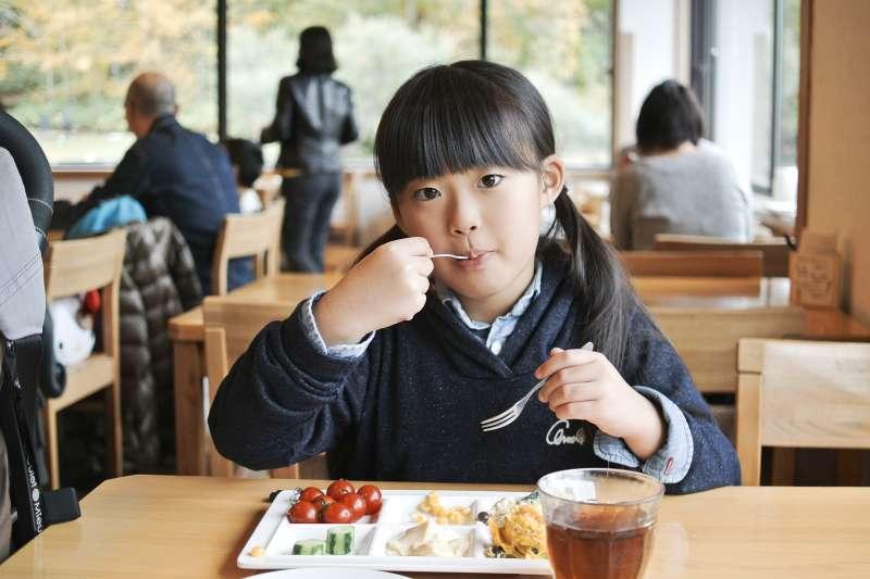 把孩子送到資優班,真的就能保證有美好未來嗎?(示意圖/MIKI Yoshihito@Flickr)