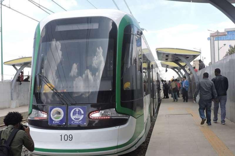 衣索比亞首都阿迪斯阿貝巴的輕軌系統,中國製造(Turtlewong @Wikipedia/ CC0)