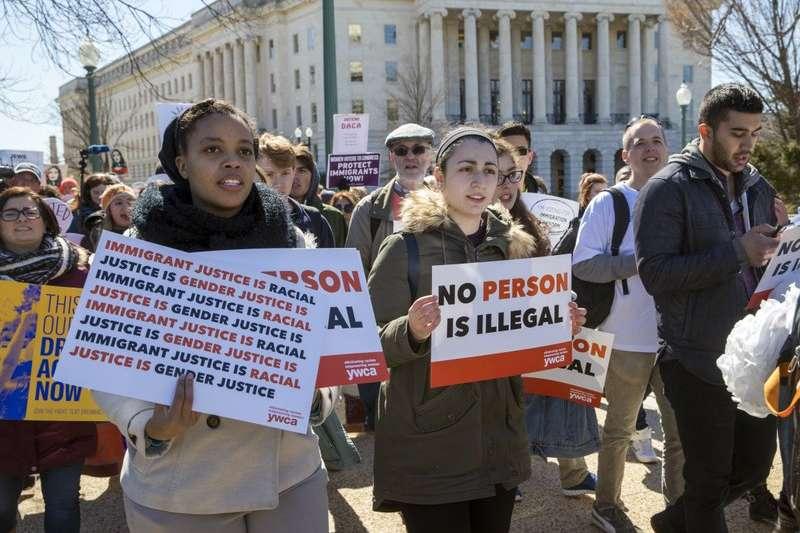支持逐夢者計畫的民眾,5日在華府遊行。(AP)