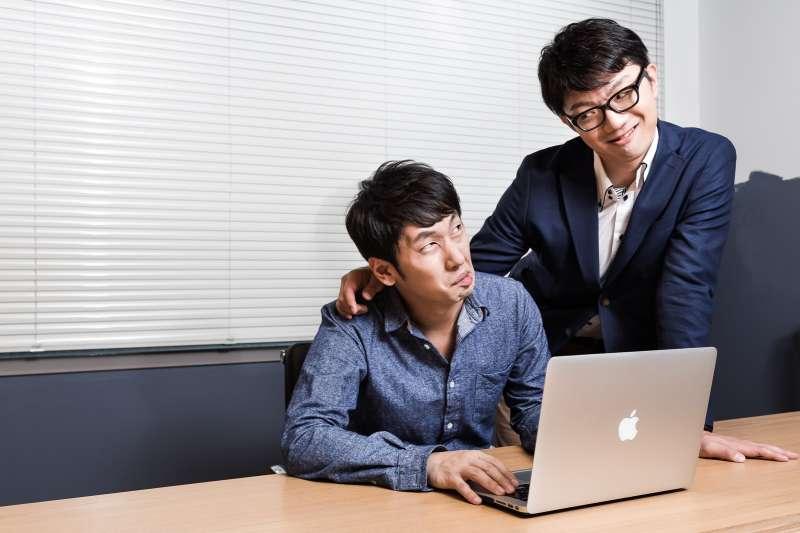 適逢年後離職潮,許多人領完年終就以「離職」來表達對公司的不滿,但該如何應付老闆「慰留」的話術?(示意圖非本人/pakutaso)
