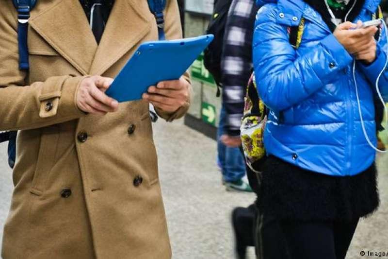 行動通訊已經成為不少人生活不可缺的組成部分。(德國之聲)