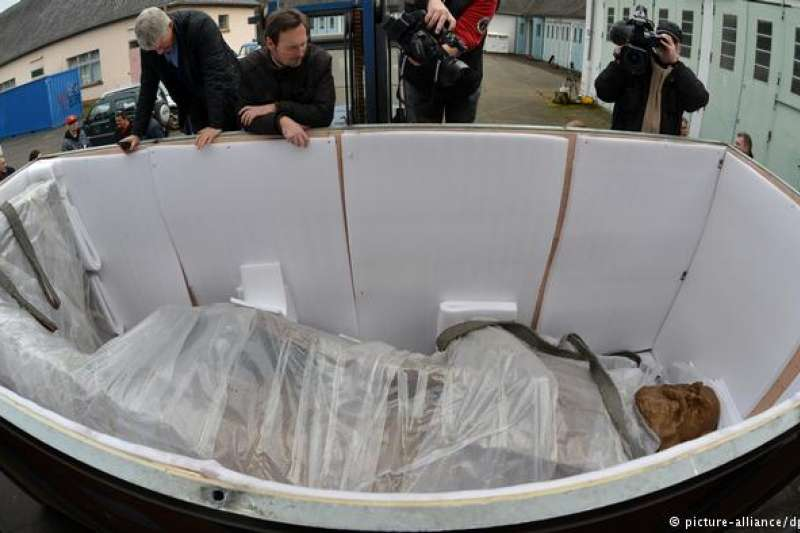 來自中國的巨型馬克思雕像抵達德國特里爾。(德國之聲)