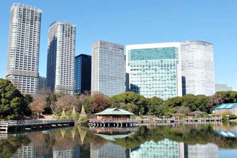 在高樓萬丈的東京,遊賞庭園也是認識當地文化的好方式喔!(圖/樂吃購!提供)