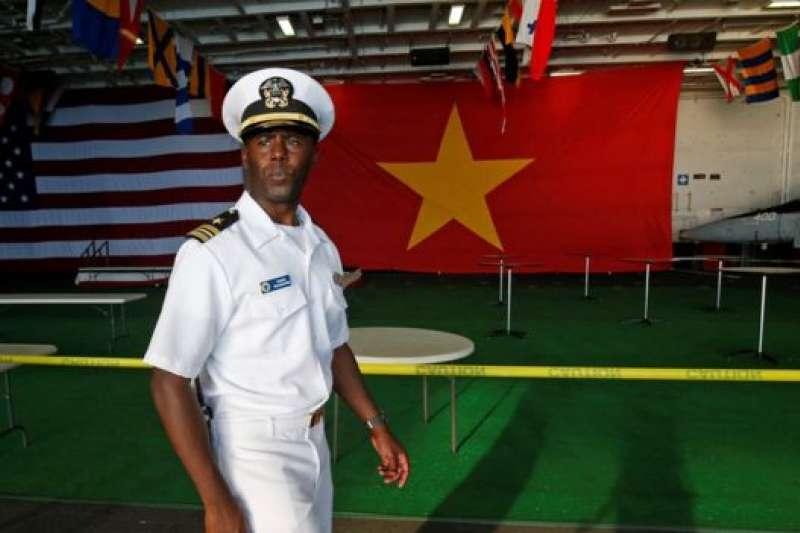 核動力航母「卡爾文森號」載著約6000名美國海軍抵達越南峴港。(BBC中文網)