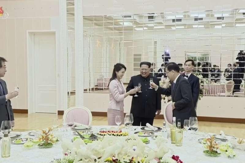 金正恩與第一夫人李雪主與南韓特使團餐敘。
