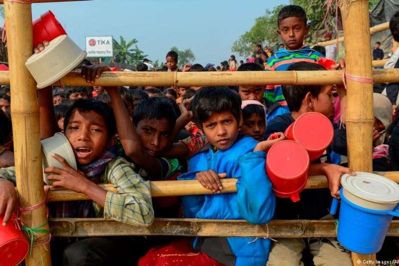 數十萬羅興亞人逃往鄰國孟加拉。(德國之聲)