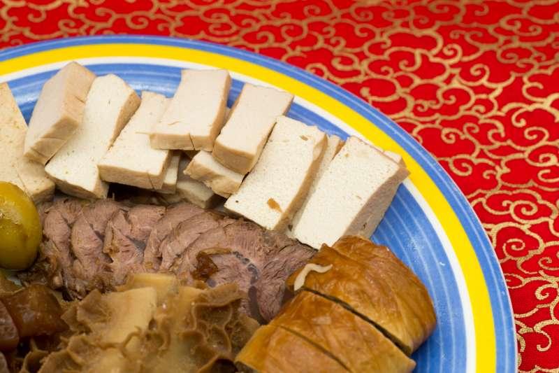滷味是台灣人常吃的國民美食,但小心這2樣食物會讓你的體重直線上升。(圖/Ch Hale@Flickr)