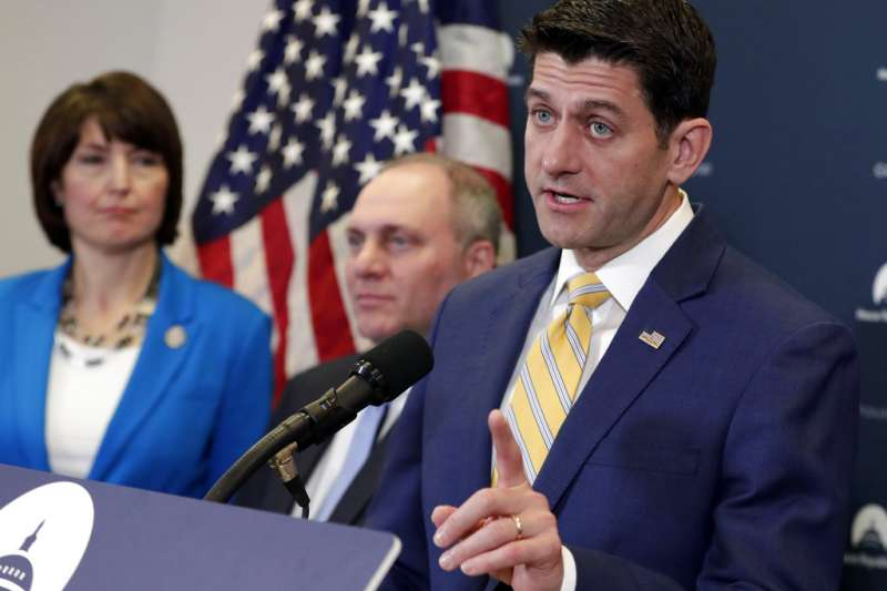 共和黨籍的眾院議長萊恩(右),他也反對川普對進口鋼鋁課徵懲罰性關稅。(美聯社)