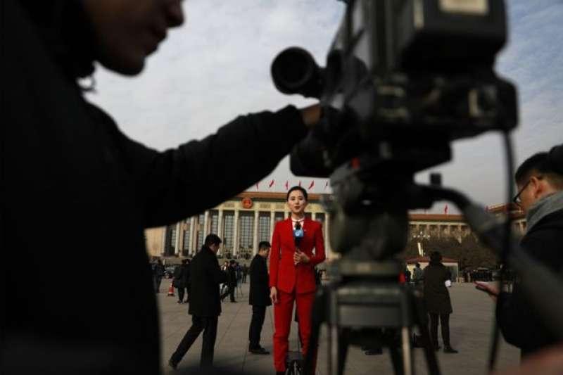 政治新聞場中的女記者(BBC中文網)