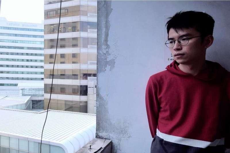 有人推測台語文30年內瀕危。楊富閔說他從沒想過,然後說:「如果是這樣,那我要繼續把花甲的故事說下去。」(圖/王飛華攝影,中央社文化+提供)