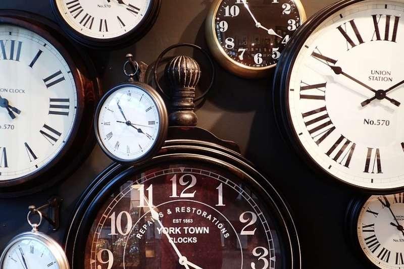歐洲各國的電子鐘居然同步變慢了?這奇怪現象到底是怎麼發生的?(圖/pixabay)