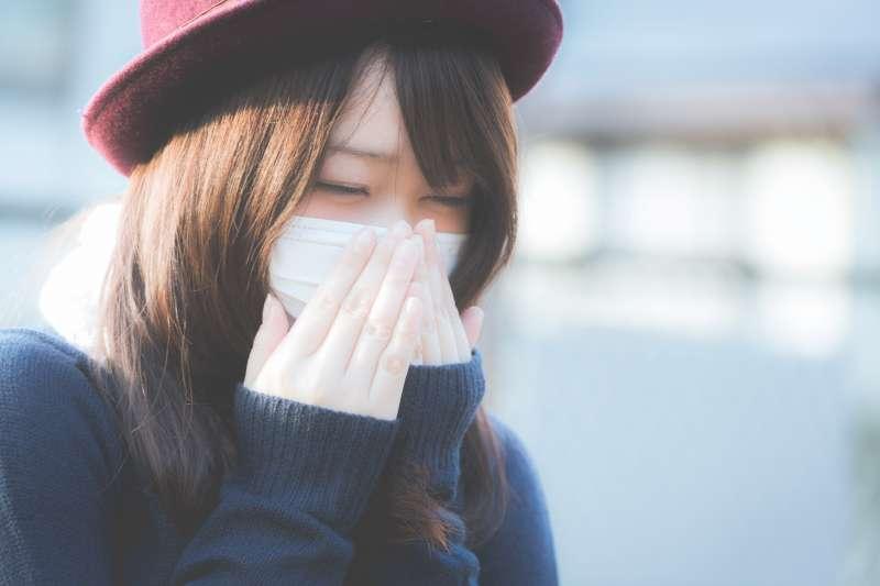 擤鼻涕時經常擤出血絲、鼻腔有甜味,是不是鼻咽癌前兆呢?(圖/pakutaso)
