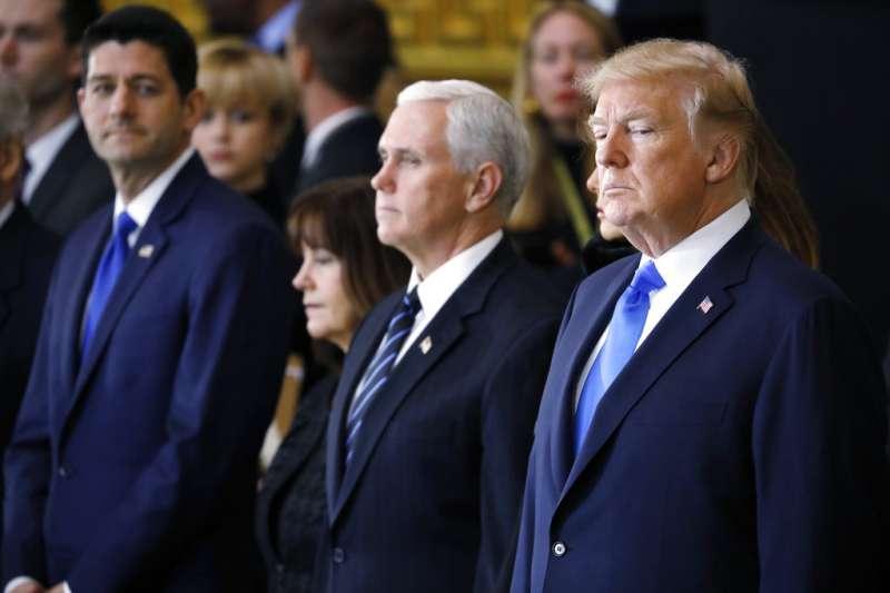 共和黨籍的聯邦眾議院議長萊恩(左)與美國總統川普(右)。(美聯社)