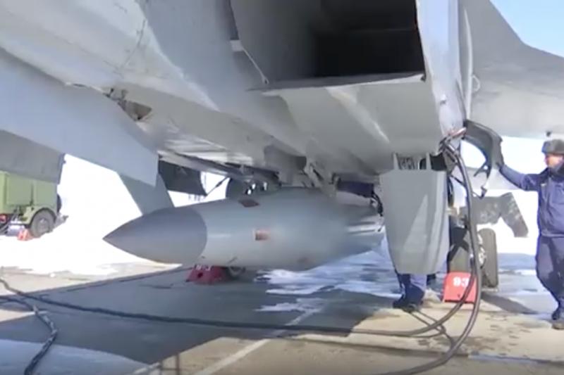 掛載於米格-31機腹的「匕首」飛彈。