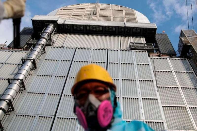 七年過去,東電員工仍在修復受創的福島核電廠。(BBC中文網)