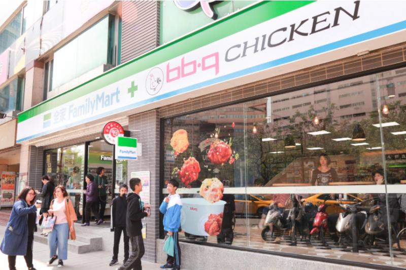 全家移植韓國當紅炸雞到店內,近日引起熱烈討論!(圖/賀大新攝,數位時代提供)