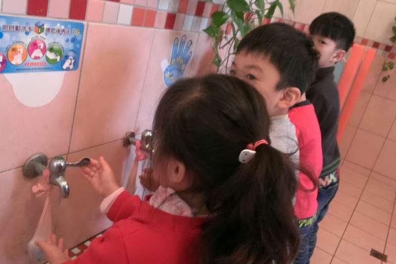 防範諾羅病毒,呼籲大家飯前勤洗手。(台中市政府衛生局提供)