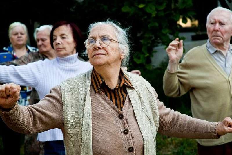台灣65歲以上的老人,每13人就有1人失智!許多藥廠研發新藥也遇上瓶頸,甚至終止研究…我們能做的也就只有盡量預防,別讓記憶力惡化。(圖/sima dimitric@flickr)