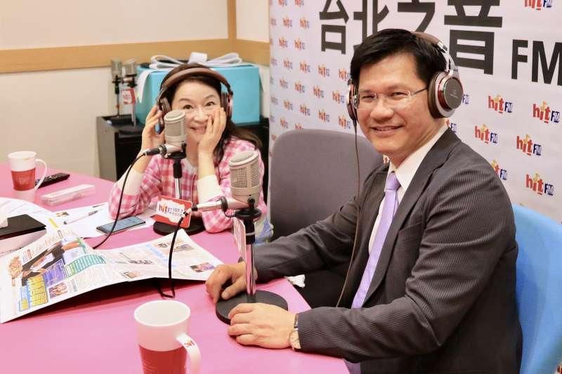 台中市長林佳龍接受電台專訪時指出,對於海水採礦投資案,市府會檢討疏失、虛心改進,並建立更完整的SOP。(台中市政府提供)