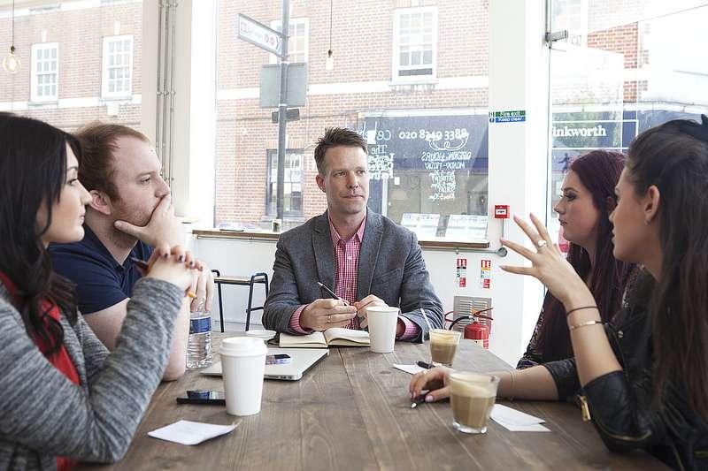 如何跟主管合作,才會讓自己被注意到呢?(圖/Link Humans UK@flickr)