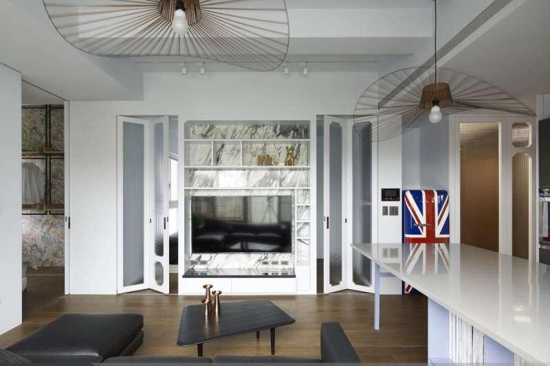 居家室內設計如果懂得善用「光線」,不需要大動土木也能看起來迷人有質感。(圖/設計家Searchome提供)