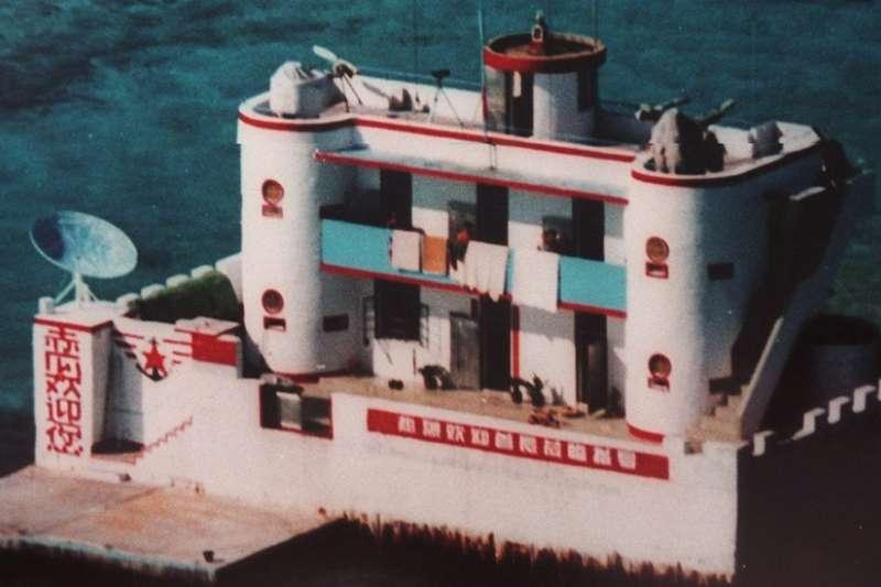 1999年,中國控制赤瓜礁約10年後,在礁上安營紮寨。(BBC中文網)