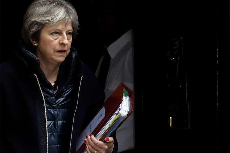 俄羅斯前雙面間諜斯克里帕爾與女兒在英國遭到神經毒劑攻擊,英國首相梅伊宣布祭出制裁。(美聯社)