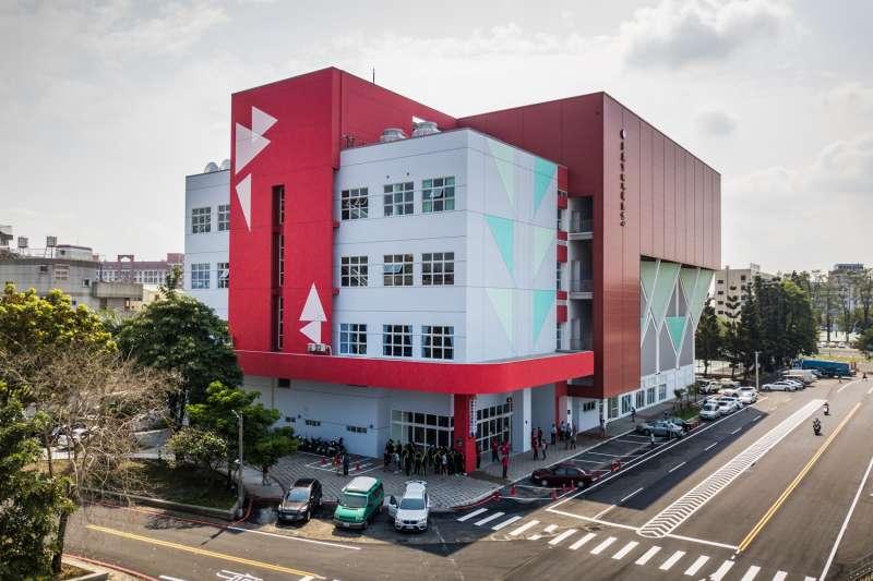 嘉義市國民運動中心即將開幕 3月24日試營運。(圖/嘉義市政府提供)