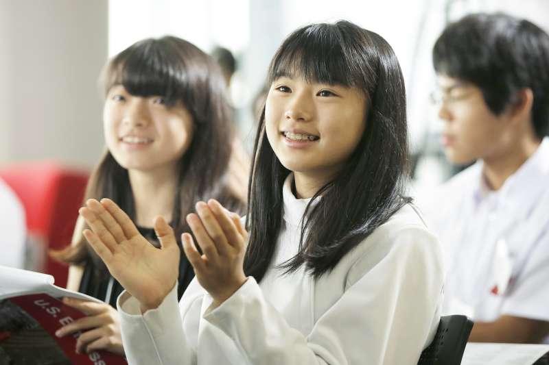 與其送禮物,用這些方式鼓勵讀書更有用喔!(圖/U.S. Embassy Tokyo@flickr)