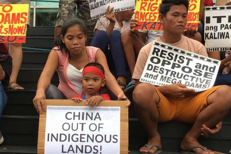 公民社會活躍人士表示,該大壩的建設與運營可能導致1.4萬戶原住民家庭要搬遷。(德國之聲)