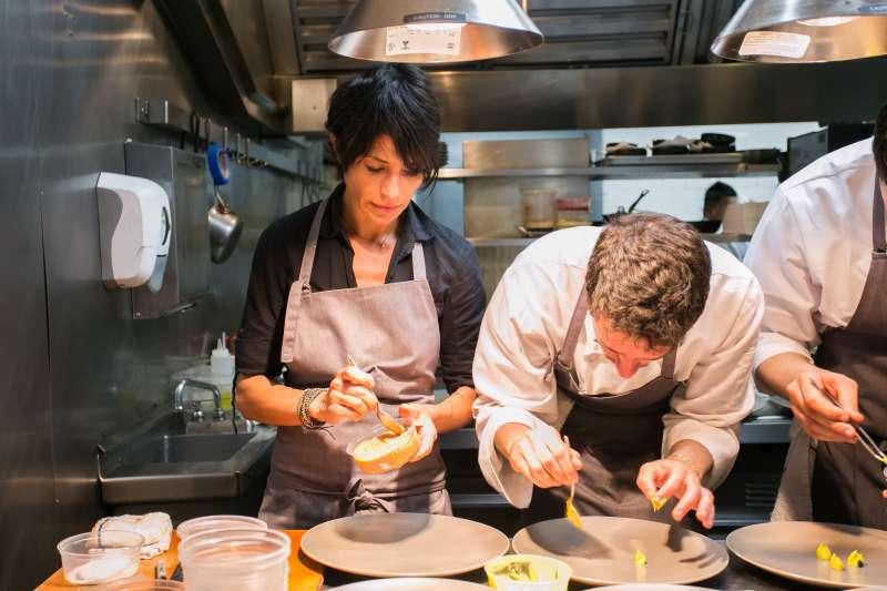 本周台灣米其林放榜了,卻有的餐廳拒絕被納入米其林評鑑、更有的退過米其林星星,到底是為什麼呢?(圖/City Foodsters@flickr)